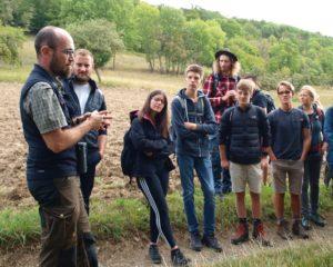 Die Ökosysteme der Rhön erleben und verstehen – Teilnehmende des MAB Jugendforums auf Exkursion im Biosphärenreservat (Foto: Stephanie Schubert)